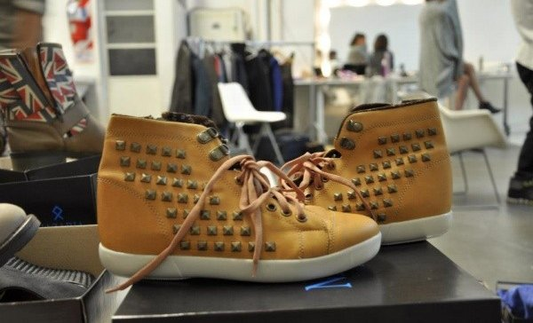 tendencia-metalica-zapatos7